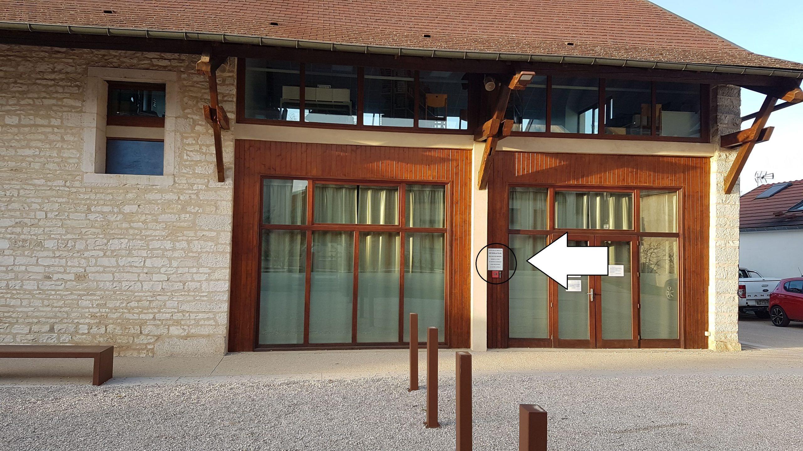 Salle d'activités à droite de la mairie